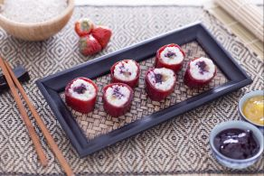 Sushi dolce con confetture miste