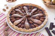 Crostata al cioccolato con pere e noci pecan