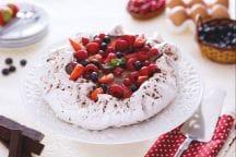 Pavlova al cacao con crema al cioccolato