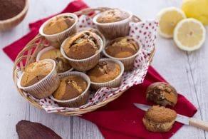 Ricetta Muffin variegati al cacao con gocce di cioccolato bianco
