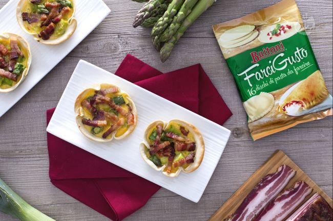 Miniquiche con pancetta porri e asparagi