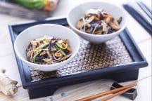 Spaghetti di riso con verdure e pollo caramellato