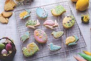 Biscotti pasquali colorati