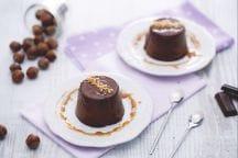 Panna cotta al cioccolato e nocciole con caramello salato
