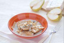 Ravioli integrali ripieni con gorgonzola e dadolata di pere
