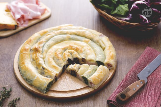 Ricetta girella di sfoglia ripiena la ricetta di for Torte salate con pasta sfoglia