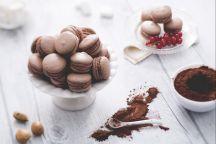 Macaron al cacao con crema al mascarpone e ribes