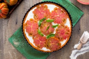 Torta salata al pomodoro con stracciatella
