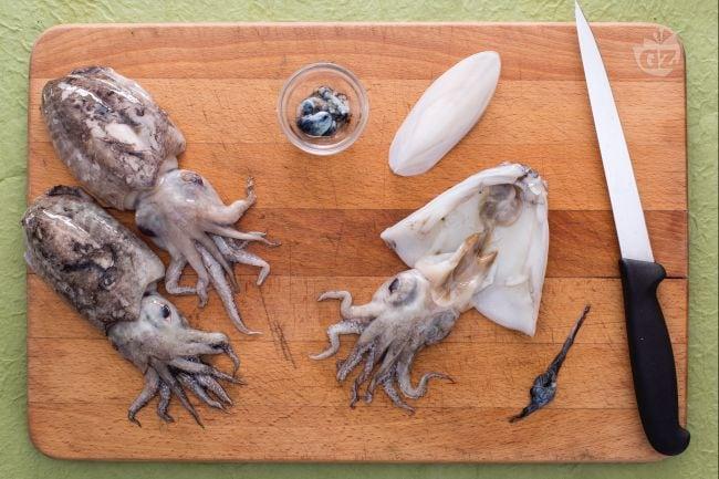 Come pulire le seppie giallozafferano for Cucinare seppie