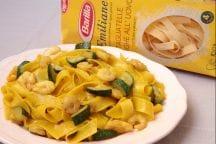 Tagliatelle con gamberi e zucchine con zafferano