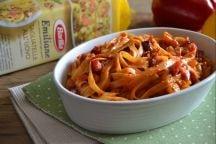 Tagliatelle con bacon e peperoni