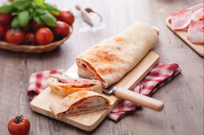 Rotolo di pizza farcito