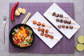 Spiedini di tonno e salmone con insalata thai