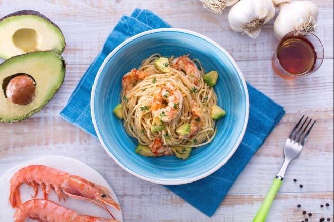 Spaghettini avocado e gamberi