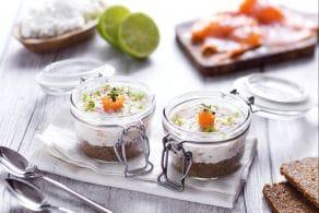 Ricetta Cheesecake salata con pane nero e crema al salmone
