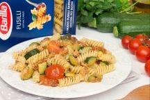 Pasta, tonno, zucchine, pomodorini e menta