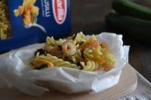 Fusilli al cartoccio con zucchine e gamberetti