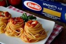 Nidi di spaghetti con bufala
