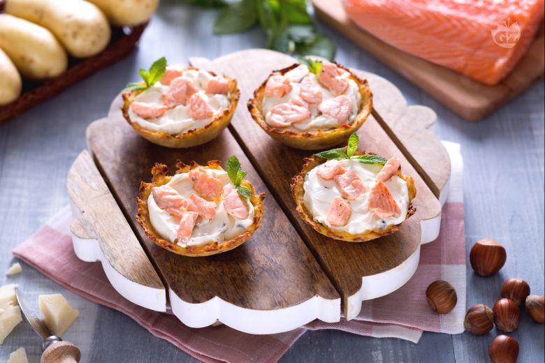 Cestini di patate ripieni di salmone