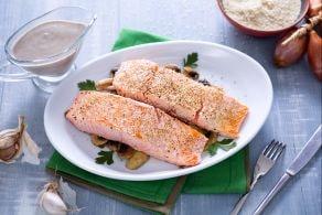 Ricetta Filetto di salmone croccante con salsa Chardonnay