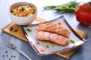 Ricetta Salmone alla griglia con insalata di cous cous