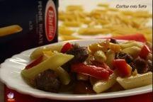 Penne con salsiccia e peperoni
