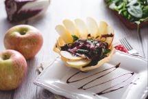 Ricetta Cestini di Parmigiano con insalata croccante alle mele