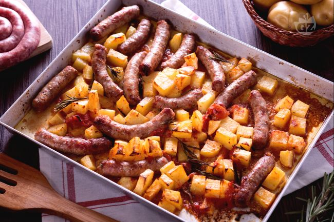 salsiccia e patate al forno