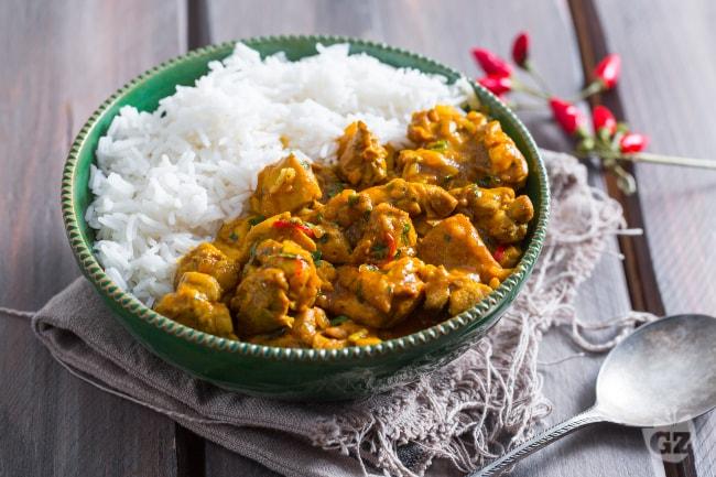 Ricetta pollo al curry la ricetta di giallozafferano for Ricette di cucina secondi piatti