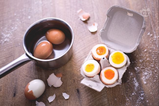 Ricetta uova sode la ricetta di giallozafferano - Cucinare le uova ...