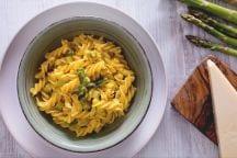 Pasta con asparagi e crema d'uovo