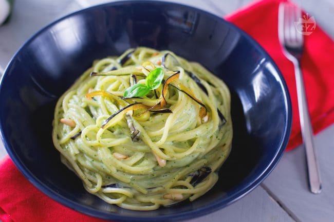 Ricetta spaghetti con crema di burrata e melanzane la for Spaghetti ricette