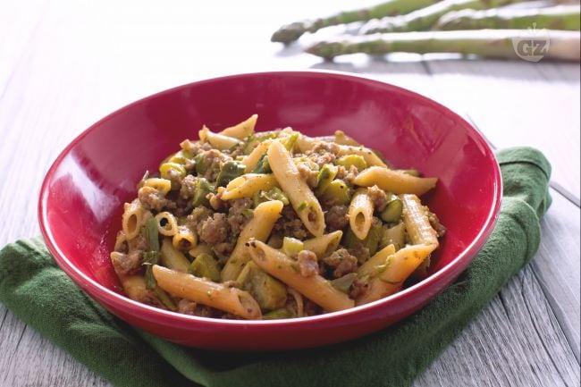Ricetta pasta con asparagi e salsiccia la ricetta di for Ricette veloci pasta