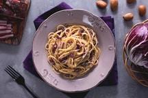 Pasta al radicchio, porri e pancetta