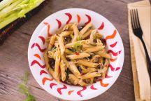 Pasta con sedano, finocchi e olive taggiasche