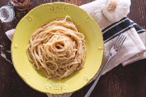 Spaghetti con le acciughe e il pangrattato