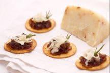 Spianatine con cipolle e formaggio