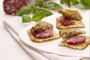 Ricetta Carciofi e salame su sfoglie alle olive