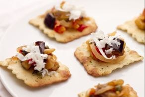 Ricetta Caponata su sfoglie alle olive