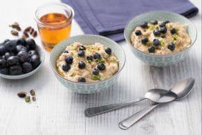 Ricetta Porridge mirtilli e pistacchi