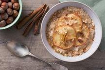 Porridge mele e nocciole