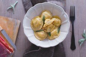 Ricetta Tortelli di patate e pancetta con burro e salvia