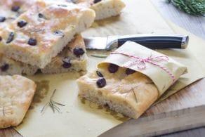 Ricetta Focaccia con capperi, rosmarino e olive taggiasche