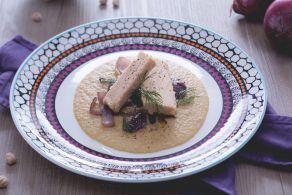 Ricetta Filetti di tonno su vellutata di ceci e cipolle rosse