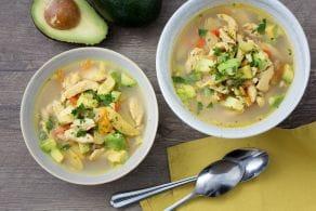 Ricetta Zuppa di pollo e avocado