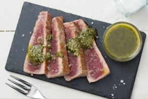 Ricetta Tagliata di tonno con pesto di menta
