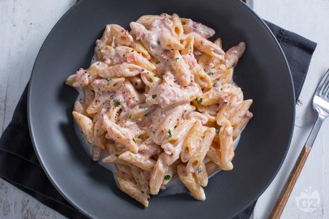 Ricetta penne al baffo la ricetta di giallozafferano for Primi piatti veloci e gustosi