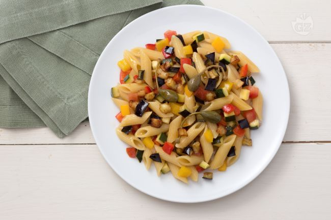 Pasta fredda con caponata di verdure