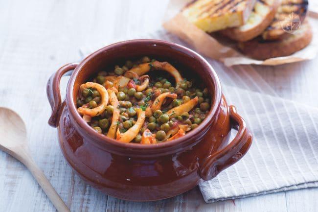 Ricetta seppie con piselli la ricetta di giallozafferano for Cucinare seppie