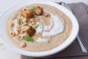 Ricetta Zuppa di pastinache e nocciole